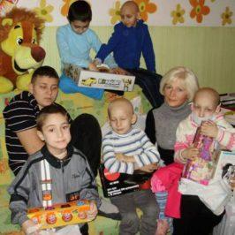 Наши детки на Верховинной дождались новогодних подарков